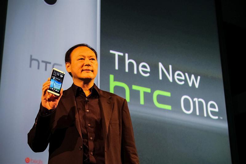 Peter Chou, CEO de HTC, presenta el HTC One en Londres. Foto EFE