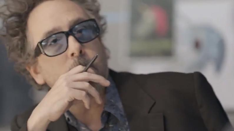 Tim Burton en un comercial de Samsung