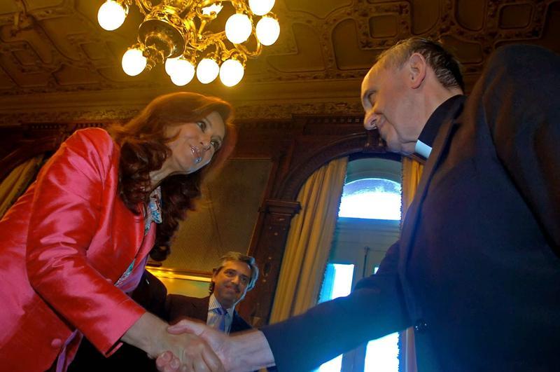 Cristina Fernández y Jorge Bergoglio en foto de archivo de 2007. Fuente EFE