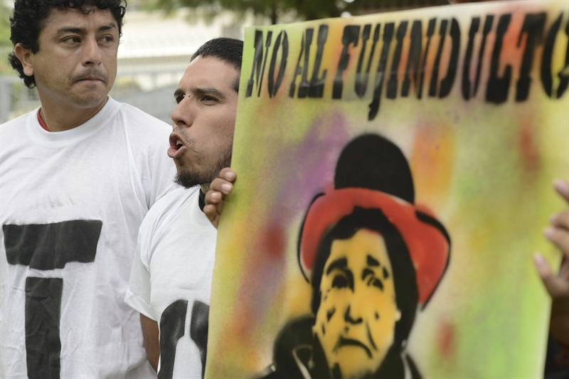 Protesta por solicitud de indulto a Fujimori. Foto EFE