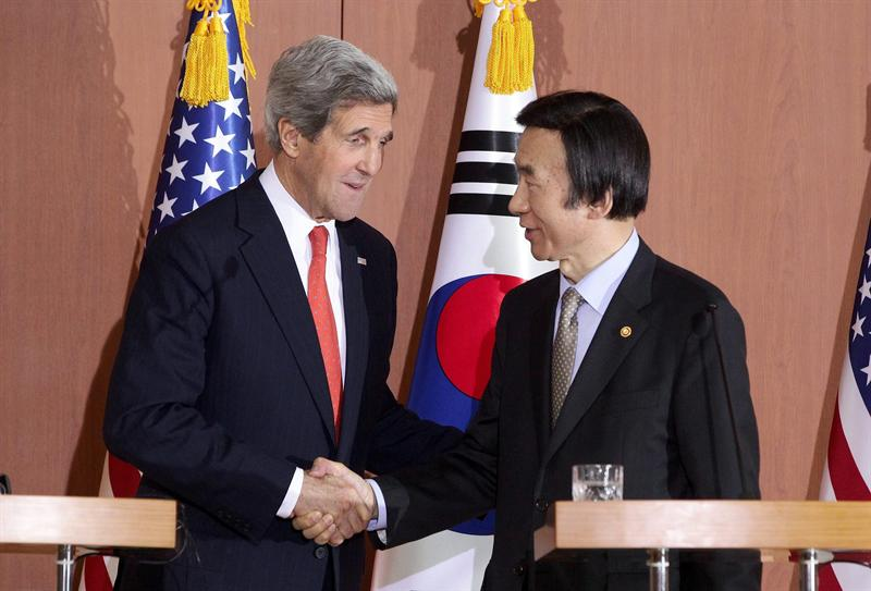 John Kerry y Yun Byung. Foto EFE
